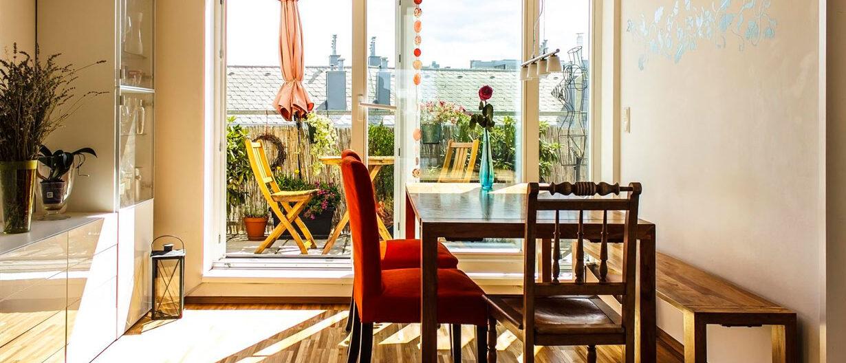 Aussicht auf Balkon in gemütlicher Wohnimmobilie